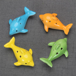 Delfino di ceramica online-Cute 6 Hole Ceramic Dolphin Ocarina Educational Toy Musical Instrument Animal Shape Educational Music Flute Charm DHF3890