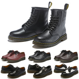 stivali verde calce Sconti Nuovi Mens Womens Dr Martin Boots 1460 Nero Bianco Cherry Red Green Navy 2976 Moda Martins Smooth Leather Lace Boot Scarpe invernali