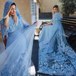 2021 mantelli formali Light Sky Blue Musulmani Abiti da sera Abiti di pizzo Appliques con cappuccio mantello Saudita Arabia Delle Donne Prom Dresses Sweep Train Formal Party Vestidos mantelli formali economici