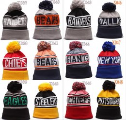 Parche bordado al por mayor online-Wholesale Football City Pom Beories Premium bordado remiendo Invierno suave grueso gorro Soporte Sombrero Sombrero Invierno Punto de invierno Team Paps