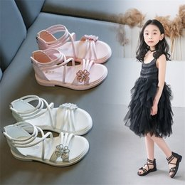 Zapatos de gladiador para niños online-Girls Roman Sandals 2020 Summer Fashion Princess Shoes Little Kids Flower Party Gladiator Sandalias