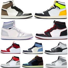Sapatos masculinos spiderman on-line-2021 Alto OG 1S Travis Scotts Sapatos de Basquete Mens Spiderman UNC 1S Chicago Banned Bred Toe 3 Homens Sneakers Mulheres Sports With Box