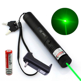 Puntatore laser militare 5mw online-Penna del puntatore laser verde militare di 10 miglia 5mw 532nm Toy Cat Toy + 18650 Batteria + Caricabatterie