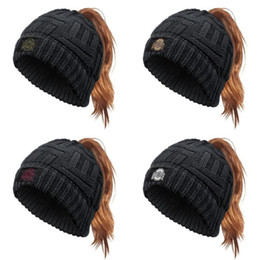 cappelli di stato dorato Sconti Ohio State Buckeyes Football Logo Black Glitter Ponytail Cappello da baseball Cappello Pony Caps Visiera Dad Cappuccio Moda Trucker Maglia per le donne Golden Red