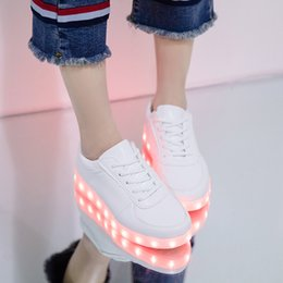 ha portato le scarpe per gli adulti Sconti Rayzing Men Casual Shoes Unisex Chaussure Tenis Led Simulazione Luce Luce Trainer LED Cestino Lacci Scarpe Maschili Adulti luminosi Femminile LJ201123