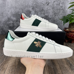 Homens elegantes sapatos on-line-Fashion Stylish Men Women Casual Shoes Flat Matte Leather Sneakers Ace Bee Shoe Snake Heart Chaussures Trainers Green Red Stripes Embroidery