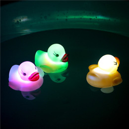 bañera baño bebé Rebajas Lindos mini patos intermitentes LED juguetes iluminados Baby Bathing Toys Kids Bathtub Luminoso Floating Simulación Patos