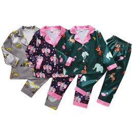 Elefanten-pyjama online-Kids Cartoon Pajamas Suits Toddler Boys Excavator Printed Homewear Girls Elephant Turn-down Collar Pijamas Big Kids Clothes Sets 06210115