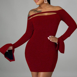 Vestidos fashional online-Sexy Off Shoulder Party Dresses Elegante Hollow Out Flote Sleeve Dama Vestido Fashional Color Sólido Estirar Bodycon Slim Mini Vestido