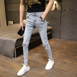 homens calça skinny colhidos Desconto Fashion stretch cropped pants men's small feet Slim hole skinny jeans men new spring and summer teenagers ripped hole pants 201123