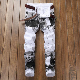 gedruckte jeans trend Rabatt Herren High Street White Printed Jeans Individualität Mode Trend Gerade Cowboys Hosen Slim Fit Male Casual Plus Size Hose