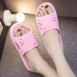 2021 scarpe del fumetto del gattino Estate femminile Bella moda casual Hello Standard Kitty Cartoon Cartoon Babouchene Toed Toe Wide Sole Pantofole piatte Slides 569 Scarpe Skfr
