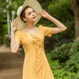 Abiti in lino in cotone in stile beach online-Estate Nuovo Retro Bottoni Retro Giallo Biancheria Biancheria Biancheria Beacy Beach Dress Square Collar Dress Banch Style Vintage