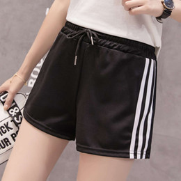 Pantalones cortos deportivos de la escuela online-Three Bar Sports Shorts Shorts Women School Uniform Los estudiantes sueltos Casual ancho Pierna Alta Cintura Hot Pantalones Calientes
