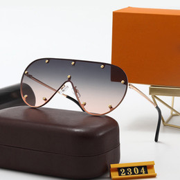 2021 uv-leuchtkästen 2304 Luxus Designer 2021 Sommerstil Temperament Frauen Sonnenbrille Super Light UV-Schutz Fahion Mischfarbe Kommen Sie mit Box