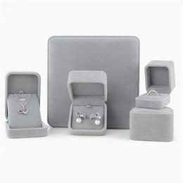 UK VELVET JEWELLERY BOX RING NECKLACE EARRINGS BRACELET GIFT BOX NEW