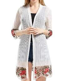 Verano de las señoras chaqueta larga online-NUEVAS MUJERES Floral Bordado Largo Jacket Summer Net Cardigan Casual Manga larga Mangas delgadas Damas Vintage Playa Blanco Outerwear