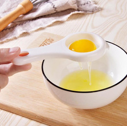 Separatore di uovo di cucina da cucina online-Egg White Separator Egg Yolk Separation Egg Processing Essential Kitchen Gadget Food Grade Material For Home Family Free Shipping DHD4950