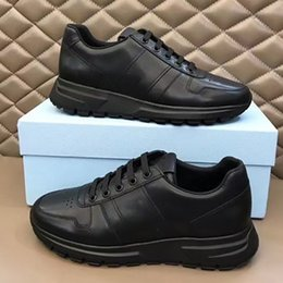 2021 sapatos elegantes rendas Mens Designer Sneakers Prax 01 Re-Nylon Lace-up Elegante Runner Trainers Triângulo Plataforma Sapatos Casuais com Box Top Quality 276