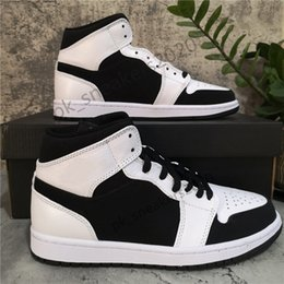 mens alte scarpe da corsa Sconti Con scatola Top Quality Jumpman 1 1s High Travis Spaureless Ossidiana Shoe Shoe Uomo Donne da uomo Scarpe da basket Bannato Bred Bred Toe Chicago Boy Girl Black Red Sneakers da corsa rossi