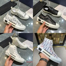 Le migliori marche di tela di canapa online-2021 Brand Uomo Donne Sneakers Luxury Basso Tela Casual Scarpe Casual B23 Designer High Top Sports Shoot Fashion Lace Bee Stampa Lettere trasparenti Lovers Flat Trainer