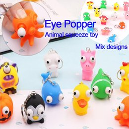 Giocattoli pop eye online-Bambola con gli occhi alzati Anti Stress Ball Eye Pop PVC Squeeze Toy Vent Animal Keychain Squeezing per bambini Adulto