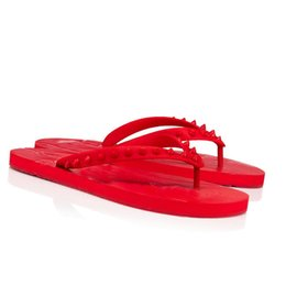 Sacchetti di spiaggia del progettista all'ingrosso online-Moda scarpe da uomo scarpe da uomo Slipper Red-Soles Design in gomma, Summer Men Spiaggia Slifts Flip Flop Pelle Spikes Red Bottom Slip Skin Skin con scatole Borsa per la polvere all'ingrosso