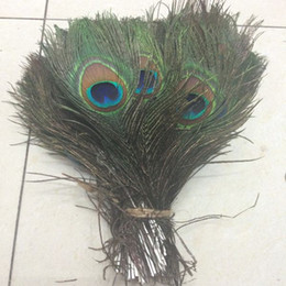 Wholesale Natural Peacock Tail Feathers - Big Eye Peacock Tail Feathers 100pcs lot New Cheap Wholesale Natural Beatiful Peacock Eye Feathers Tail Long for Bouquet DIY Party Decor