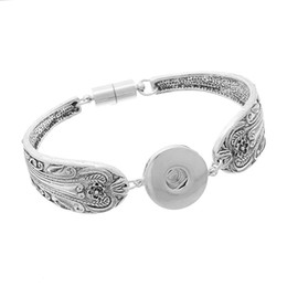 Wholesale Wholesale Magnetic Snap Bracelets - Noosa snap buttons bracelets bangles Antique Silver Engraved Flowers Magnetic Clasps DIY ginger snaps interchangeable jewelry B84551 B16428