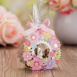 Wholesale lace wedding favor boxes - New Elegant Wedding Favor Boxes with Beautiful Lace Laser Cut Flora Color Paper Candy Boxes for Flower Wedding Theme Gift Boxes