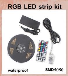 2019 led strips uk led bandes lumineuses 5M 300 LED SMD 5050 RVB lumières led bandes 60 leds / M + télécommande + chargeur 12V 5A avec EU / AU / UK / US prise DT027 led strips uk pas cher