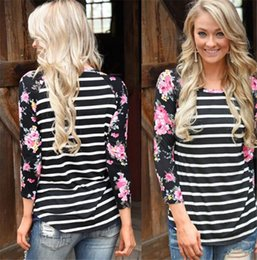 Wholesale Girls Floral Blouse - Sexy 3 4 Sleeve Crewneck Shirt Boho Ladies Casual Rose Blouse Girls Loose Spliced Floral Striped Print T-shirt Tops M120