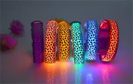 2019 bague de chien en plastique 100 pcs Pet Supplies Chien léopard impression Colliers Chien LED Collier Lueur Chat Colliers Clignotant Nylon Cou Light Up Formation Collier pour les chiens D497