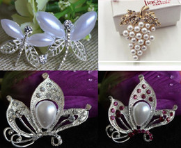 Wholesale Dragonfly Rhinestone Brooch - 3 Styles Silver Gold Plated Clear Rhinestone Crystal Pearl Nice Design Dragonfly Butterfly Grape Small Brooch