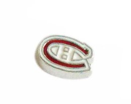 Wholesale football team charms - 50PCS lot Football Teams DIY Alloy Sport Floating Locket Charms Fit For Magnetic Living Locket Pendant Fashion Jewelrys N056