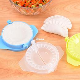2019 strumento di imballaggio manuale Nuovo arrivo Home Food Tool Cucina Magica Creative Manual Pack Gnocco Machine Plastica per uso alimentare Colore pizzico Casuale sconti strumento di imballaggio manuale