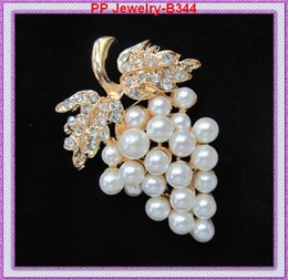 Wholesale Crystal Grape Wholesale - Gold Tone Shinning Crystal Faux Pearl And Crystal Grape Shaped Pin Brooch B344 Gift Pin Brooch For Girls