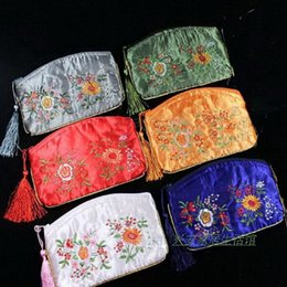Вышитые серповидной формы декоративные молнии сумки партии пользу кисточкой атласная подарочная упаковка сумки сотовый телефон кошельки 30 шт. / лот смешать цвет от