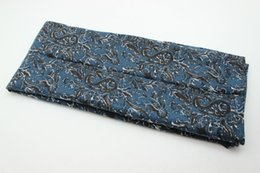 Wholesale Male Models Scarves - Spring and autumn section of male models of printed scarves