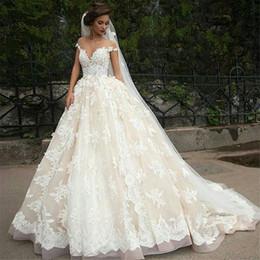 Champagner brautkleider libanon online-2018 Libanon Champagne Ballkleid Brautkleider Sheer Jewel Neck Kurzarm aus Schulter Arab / Türkei Brautkleid nach Maß