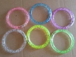 Rave party zubehör online-Fedex DHL geben Verschiffen-Aufleuchtenacrylarmband-Manschetten LED frei, die Party-Mehrfarbenzusatz 100pcs / lot Rave blinken