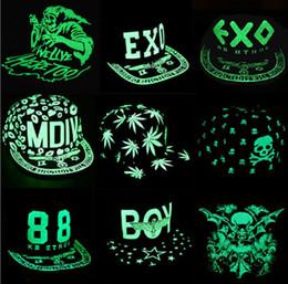 22 Diseño Unisex casuales Casquillos fluorescentes casquillos del hip hop coreano TFBOYS EXO Snapback Snapbacks Snap back Sombrero de copa para niños Sombrero de jazz 10pcs desde fabricantes