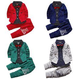 Kid Baby Boy roupas caem define formal do partido Batizado Wedding Tuxedo Bow 2 Piece Outfits Baby Boy Moda Gentlemen Suit 17112401 de Fornecedores de roupa interior unisex bonito