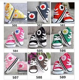 Zapatos de bebé hechos a mano de ganchillo de algodón online-Zapatillas de crochet de bebé primera caminata zapatos niños deporte 22colors zapatillas de tenis hechas a mano de algodón 0-12 M 15 par / lote personalizado