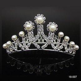 Wholesale 18007 Cheap Crowns Beliebte Schöne Haarschmuck Kamm Kristalle Strass Braut Hochzeit Tiara zoll zoll Freies Verschiffen