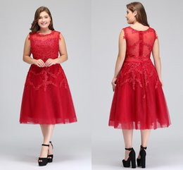 Noite curto vestidos de cocktail de tule on-line-2018 Imagem Real Plus Size Red Lace Curto Vestidos de Cocktail Tulle Lace Frisada Na Altura Do Joelho A Linha Formal Partido Vestidos de Noite CPS298