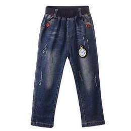 kinder jeans muster Rabatt Marke 2016 Einzelhandel Top Verkauf Jungen Cartoon Uhr Muster Jeans Herbst Rüschen Jungen Hosen Kinder Kleidung PT81016-4