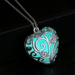 Wholesale Green Fairies - hot sales!New Valentines Day blue green Glowing luminous Heart Necklace glow in the Dark fairy Magical glow in the Darks Necklaces 160712