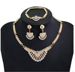 diseños de oro rubí Rebajas Conjuntos de joyas Collar Llamativo Pendientes Pulsera Anillos Para Mujeres Accesorios del partido de la vendimia