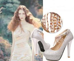 2019 saltos de prata vermelha Sapatos de noiva sapatos de casamento de diamantes sapatos de salto alto vermelhos sapatos à prova d 'água sapatos de casamento sapatos de dama de honra de ouro rodada de prata saltos de prata vermelha barato